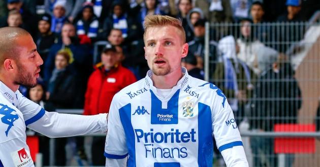Sebastian Eriksson driver på sina lagkamrater